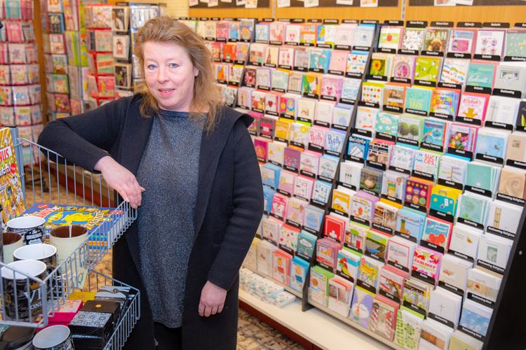 Margit Olijmulder van Margits Oudorp, dé tabakszaak en gemakswinkel van Oudorp